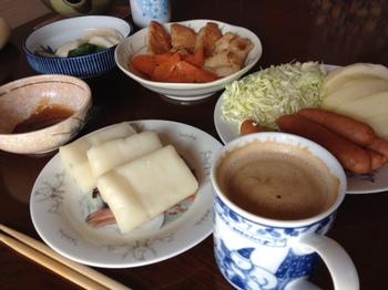 お昼ご飯のお餅と煮物.jpg