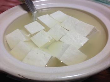今日の夕飯の湯豆腐.JPG